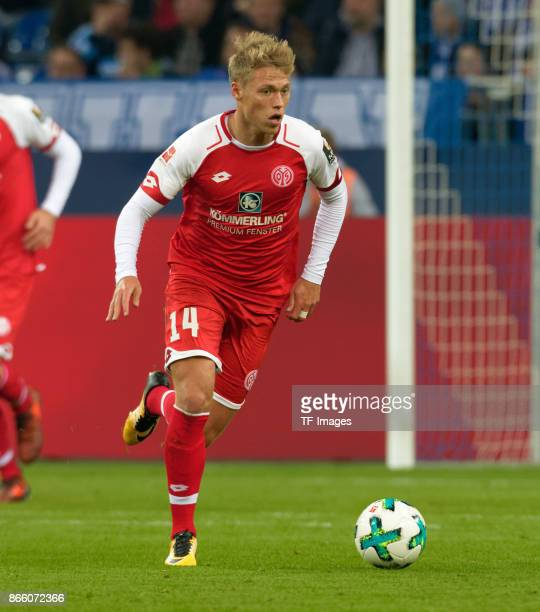 Viktor Fischer of Mainz controls the ball during the Bundesliga match between FC Schalke 04 and 1 FSV Mainz 05 at VeltinsArena on October 20 2017 in...