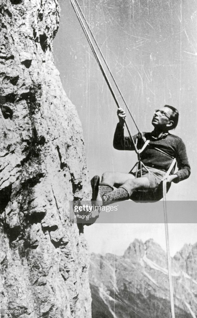 Viktor Frankl climbing in the Tribulaum mountains, Photograph, Around 1948 : News Photo