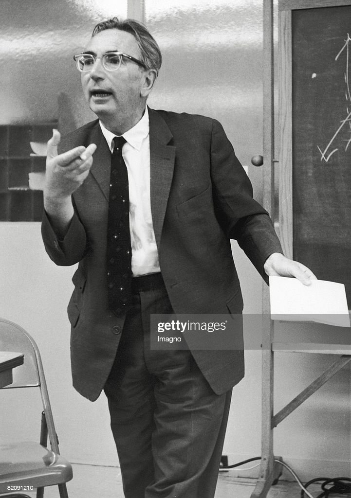 Viktor Frankl lecturing, Photograph, 1965 : News Photo