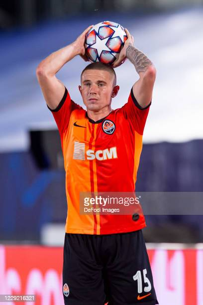 Viktor Korniienko of FC Shakhtar Donetsk throwin during the UEFA Champions League Group B stage match between Real Madrid and Shakhtar Donetsk at...