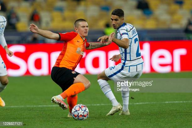 Viktor Korniienko of Shakhtar Donetsk and Achraf Hakimi of Internazionale battle for the ball during the UEFA Champions League Group B stage match...