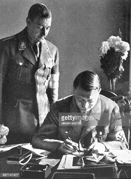 Viktor LutzeViktor LutzeAdolf Hitler Politiker NSDAP D am Schreibtisch mit SAStabschef Viktor Lutze vermutlich 1934
