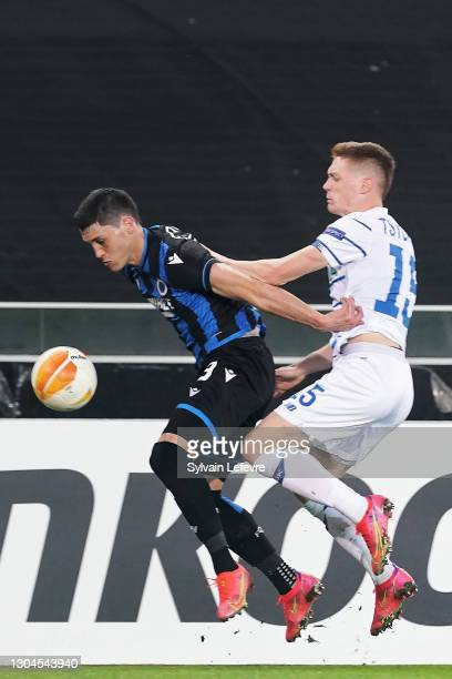 Viktor Tsygankov of Dynamo Kiev competes for the ball with Federico Ricca of Club Brugge KV during the UEFA Europa League Round of 32 match between...