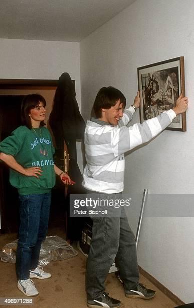 """""""Viktor Worms, Ehefrau Astrid Worms, Umzug nach München am in München, Deutschland. """""""