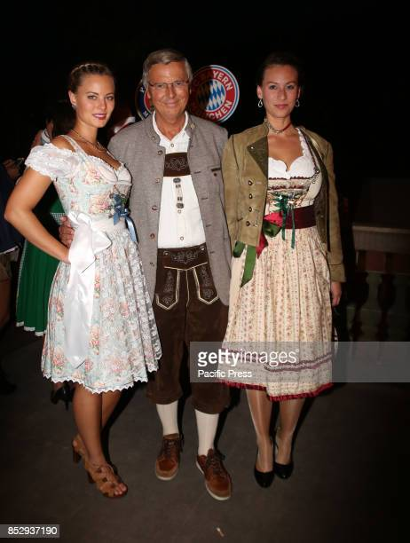 OKTOBERFEST / KAEFERZELT MUNICH BAVARIA GERMANY Viktoria Bosbach Wolfgang Bosbach and Caroline Bosbach Several celebrities came to the Kaeferzelt at...