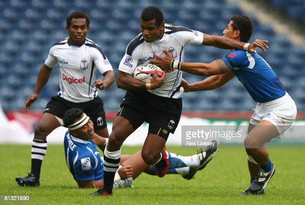 Viliame Maya of Fiji holds off the tackle of Alatasi Tupou of Samoa during the IRB Emirates Airline Edinburgh 7's Quarter Final Cup match between...
