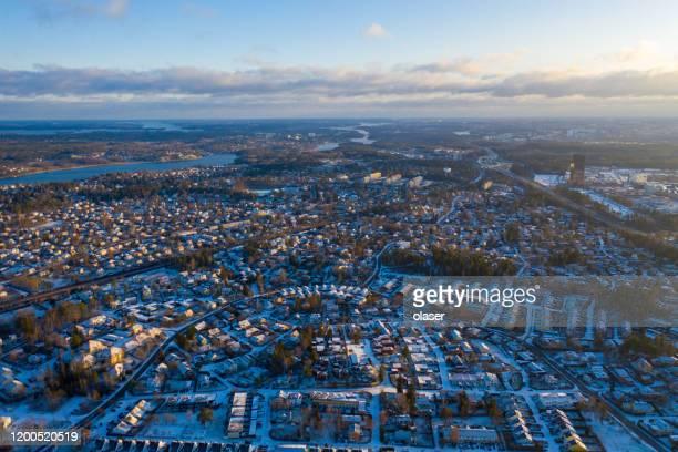 ヴィラエリア、冬の朝 - ストックホルム県 ストックフォトと画像