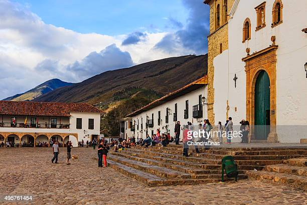 villa de leyva, colombia: almost sunset time on the plaza. - cafe de colombia stock pictures, royalty-free photos & images