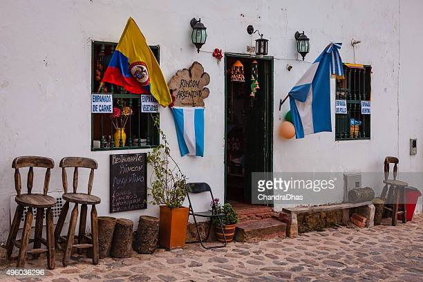 villa de leyva, colombia - argentinian restaurant on calle 14. - cafe de colombia stock pictures, royalty-free photos & images