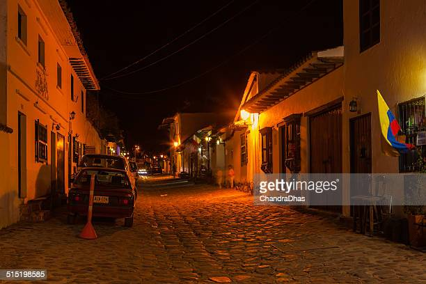 villa de leyva, colombia - calle 14 at night - cafe de colombia stock pictures, royalty-free photos & images