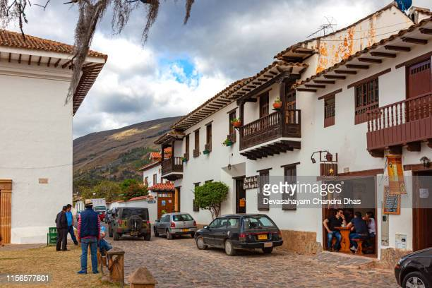 villa de leyva, colombia - carrera 10 in the 16th century colonial andean town in the boyacá department - cafe de colombia stock pictures, royalty-free photos & images