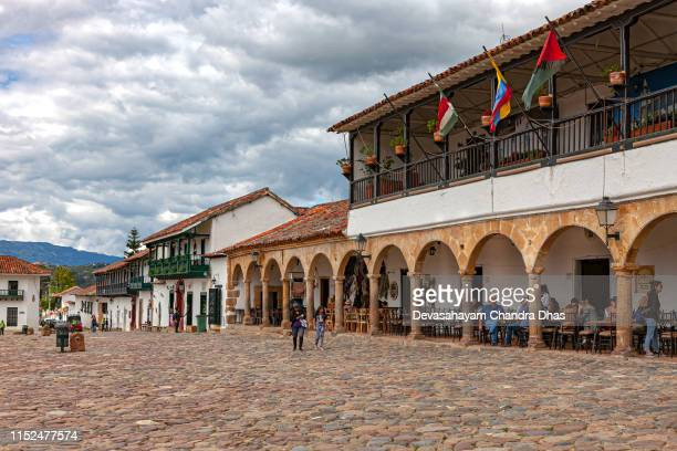 villa de leyva, colombia - looking from the cobblestoned plaza mayor to the northern corner of the historic 16th century town in the department of boyacá on a sunday morning - cafe de colombia stock pictures, royalty-free photos & images