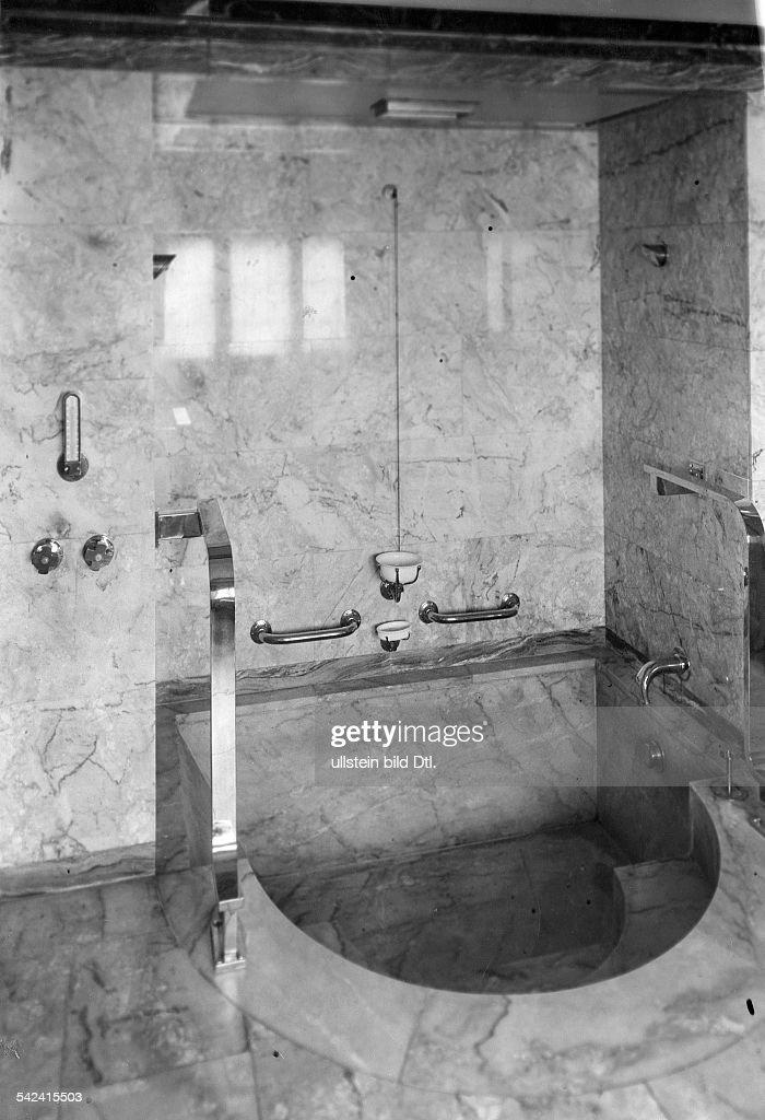 Villa In BerlinGrunewaldBadezimmer Mit Verkleidung Aus Spanischemrosa  Marmor 1931Erschienen In Dame 9/1934Fotografie Martin Munkacsi
