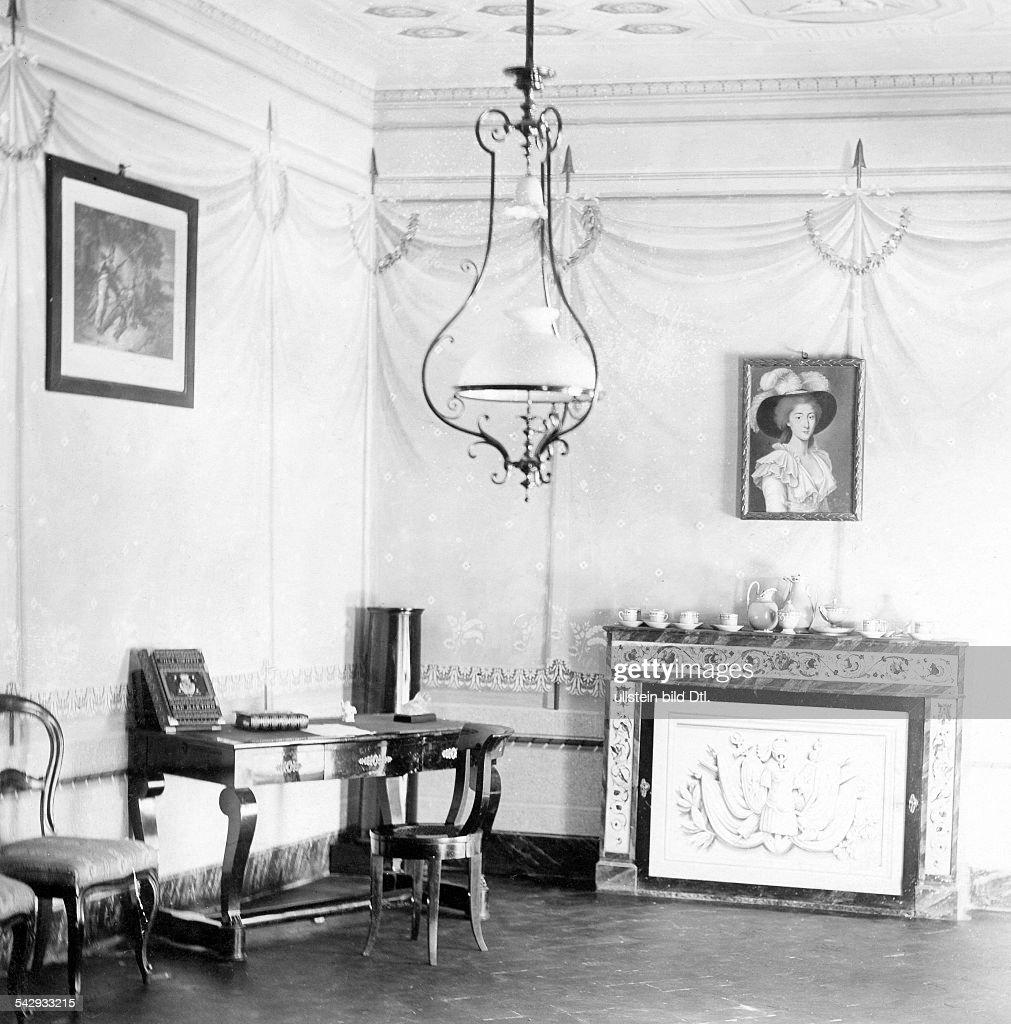 Villa Von Napoleon Bonaparte I, Salon Mit Kamin  Undatiert