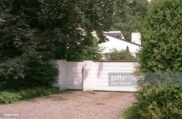 Villa von Uschi Glas und Ehemann Bernd Tewaag, Grünwald bei München, Mann, Anwesen, Haus,