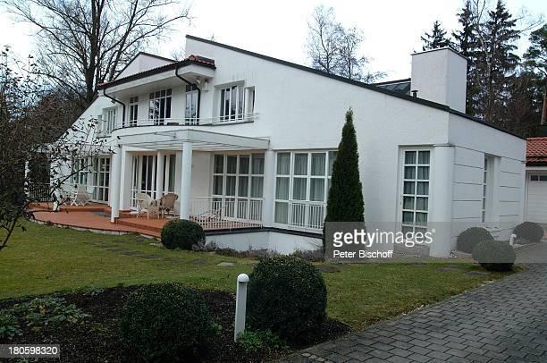 Villa von Uschi Glas und Ehemann Bernd Tewaag, Grünwald bei München, Mann, Anwesen, Haus, Garten,,