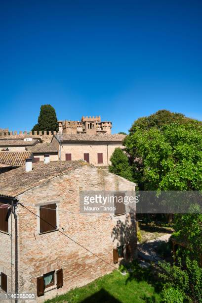 village and castle of gradara, marche - mauro tandoi stock pictures, royalty-free photos & images