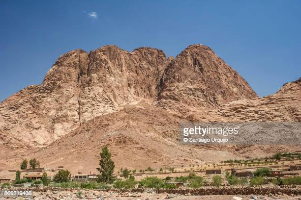 village at foot of mount sinai - tourism in south sinai stock pictures, royalty-free photos & images