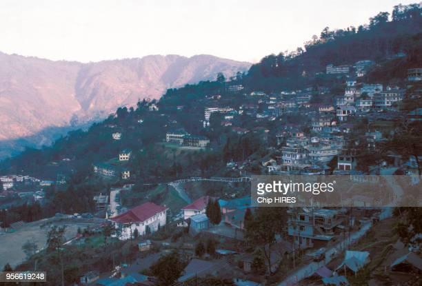 Village dans la montagne en février 1982 au Sikkim en Inde