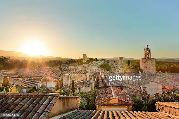 village de cucuron - village stock pictures, royalty-free photos & images