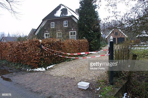 Village house is quarantined in Oene, The Netherlands March 22, 2001 as an outbreak of the contagious foot-and-mouth disease has been confirmed near...