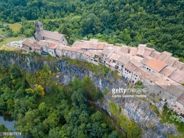 village in catalonia spain - paisaje volcánico fotografías e imágenes de stock