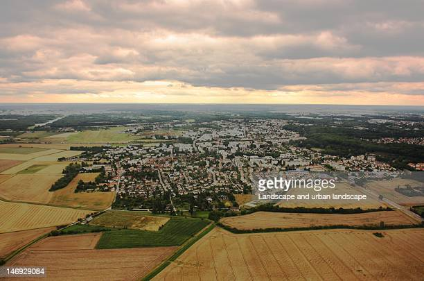 village in fields - yvelines stock pictures, royalty-free photos & images