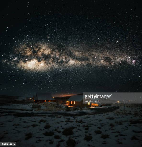 village in iceland under the milky way galaxy - villaggio foto e immagini stock