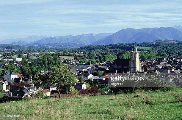 village in nay, pyrenees, france - pyrenees atlantique stock pictures, royalty-free photos & images