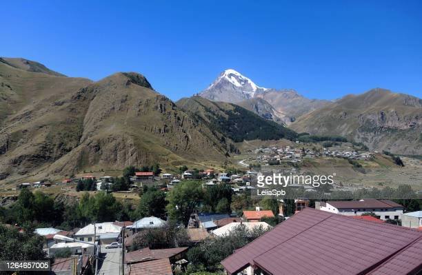a village in the caucasus mountains, in a valley near mount kazbek - コーカサス山脈 ストックフォトと画像