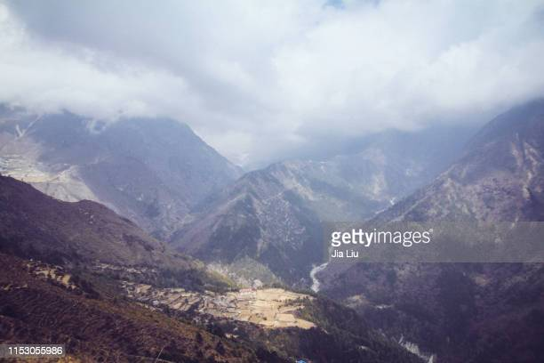 village in the himalaya - khumbu stock pictures, royalty-free photos & images