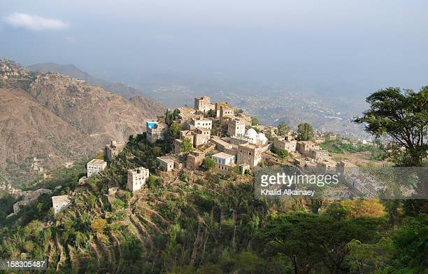 a village in yemen - taisersdorf stock-fotos und bilder