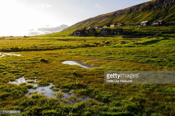 village kirkjubøur, streymoy, faeroe islands - 村 ストックフォトと画像