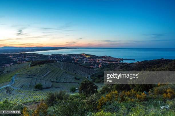 village near mediterranean sea at sunset (france/ languedoc-roussillon) - collioure photos et images de collection