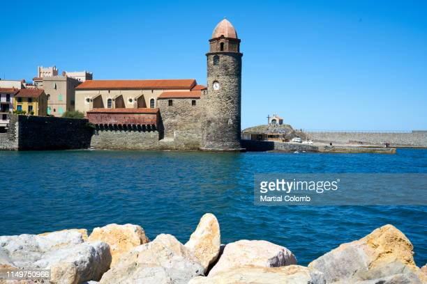 village of collioure/vermeille coast - collioure photos et images de collection