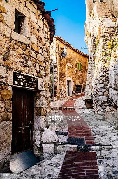 village d'èze, la riviera française - eze village photos et images de collection