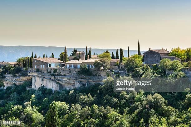 village of gordes - provence alpes côte d'azur stockfoto's en -beelden