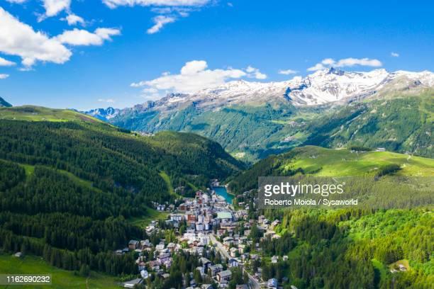 village of madesimo from above, valchiavenna, italy - lombardia foto e immagini stock