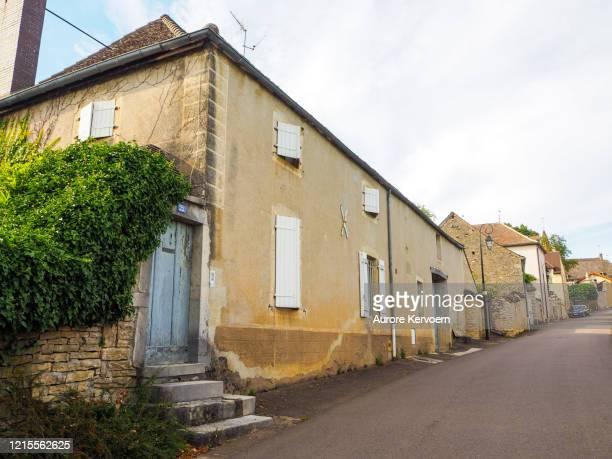 フランス、ブルゴーニュ、モンタリーの村 - シャロンシュルソーヌ ストックフォトと画像