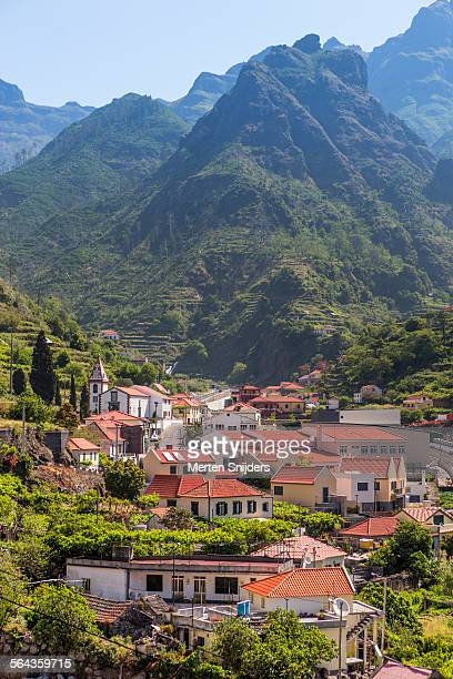 village of serra de agua in valley - merten snijders stock pictures, royalty-free photos & images