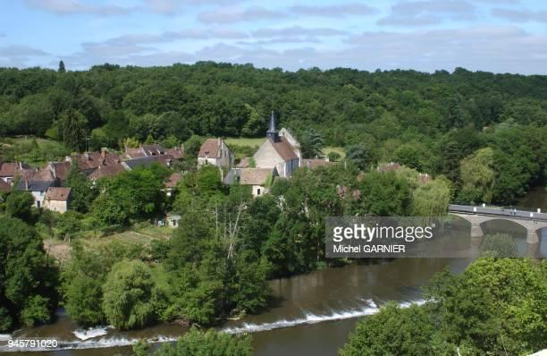 village pittoresque au riche patrimoine sur les rives de l'Anglin