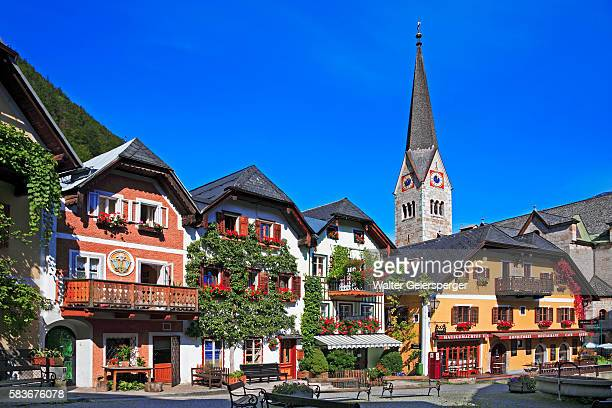 village square in hallstatt in austria - hallstatt stock-fotos und bilder
