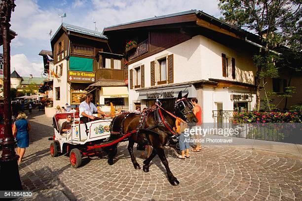 village tour by horse-drawn cart - ムジェーヴ ストックフォトと画像