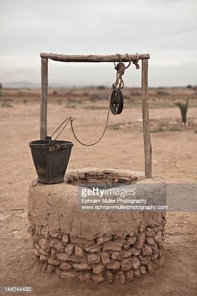 village well - putten stockfoto's en -beelden
