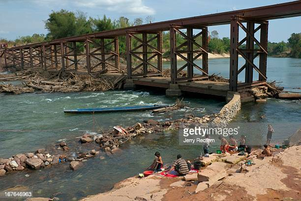 BAN THALANG KHAMMOUANE LAOS Villagers bathe and wash clothes in the Nam Theun River above the location of the Nam Theun 2 Dam project Every year at...