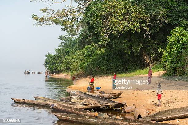 Villagers on the shoreline of Congo River