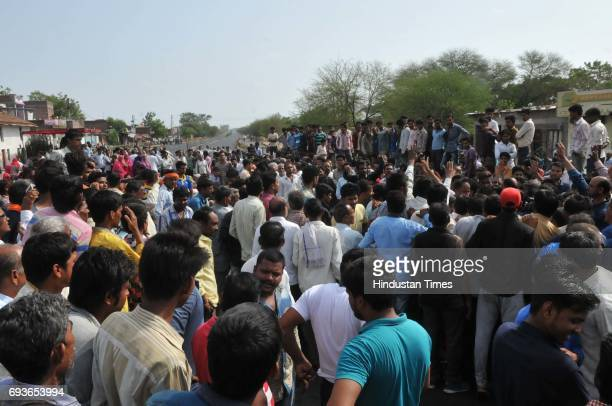 Villagers staging a 'chakkajam' on MhowNeemuch highway with the body of Abhishek Patidar who was killed in police firing during farmers protest on...