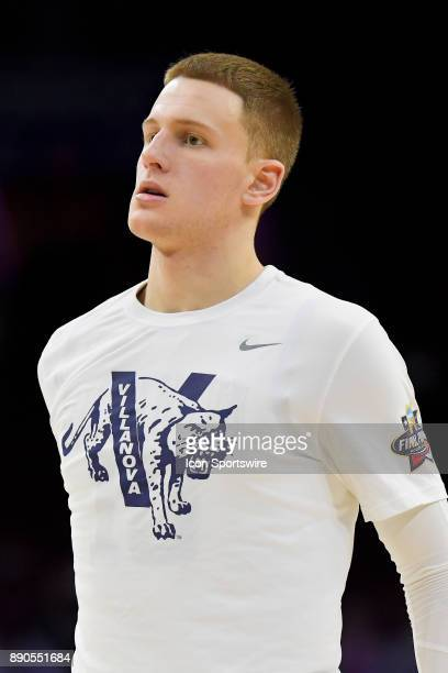 Villanova Wildcats guard Donte DiVincenzo warms up at half time during the college basketball game between the La Salle Explorers and the Villanova...