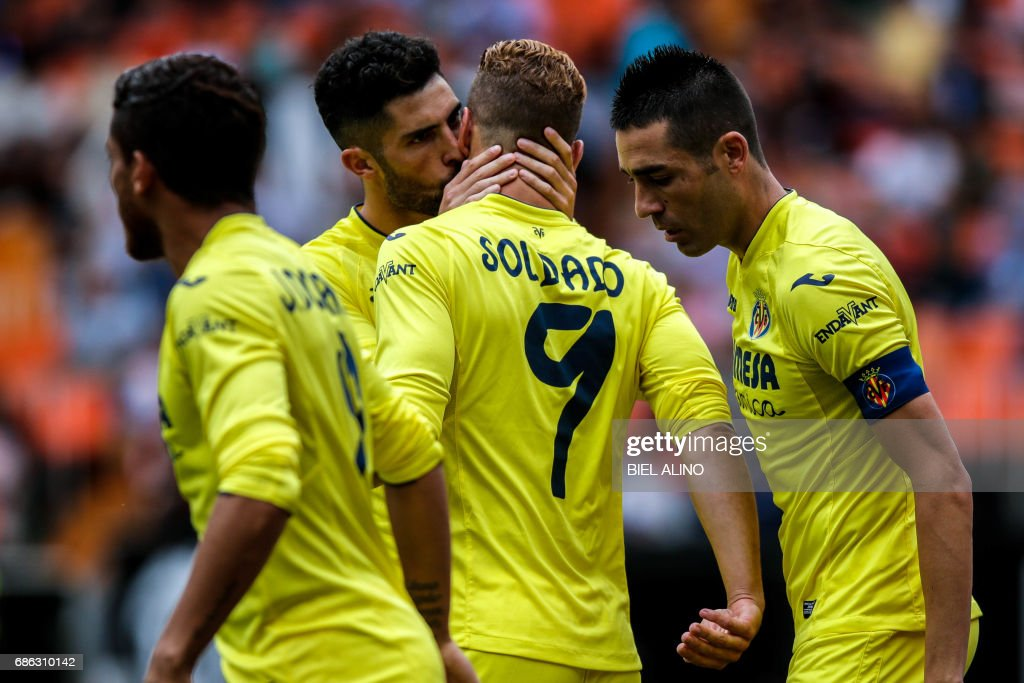 Villareal's forward Roberto Soldado (C) celebrates a goal with teammates during the Spanish League football match Valencia CF vs Villarreal CF at the Mestalla stadium in Valencia on May 21, 2017. /