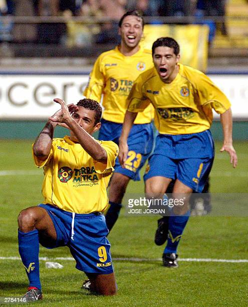 Villarreal Brazilian Sony Anderson celebrates with Argentinian Roman Riquelme and Jose Mari their second goal in a Liga match in Madrigal Stadium in...